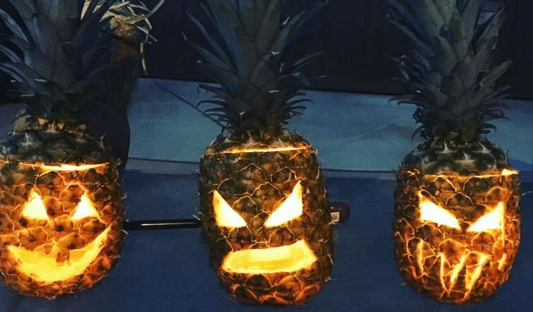 Oubliez la fameuse citrouille pour Halloween, cette année l'ananas devient effrayant!