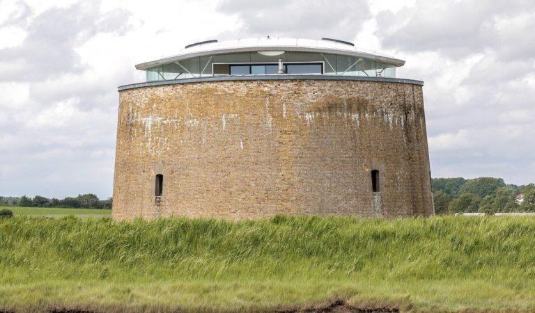 Cette tour napoléonienne construite au début du 19e siècle a été convertie en résidence de luxe