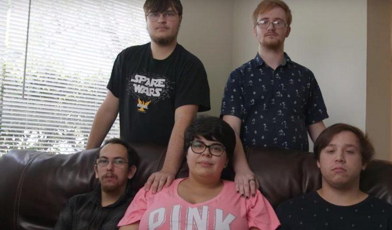 Tory, 20 ans, vit une relation polyamoureuse avec 4 hommes, ils attendent leur premier enfant