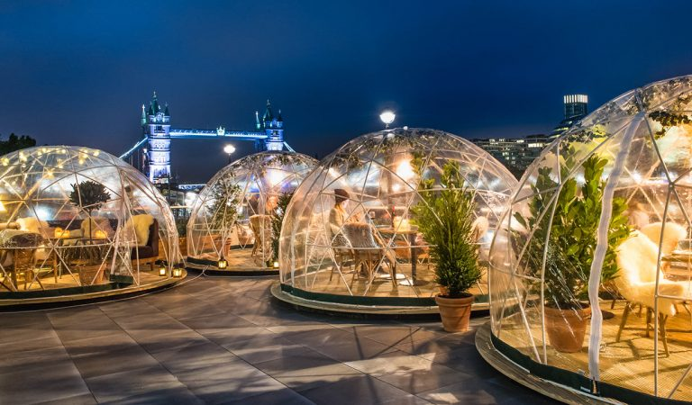 Londres : des bulles chauffées permettent aux clients de manger dehors pendant l'hiver