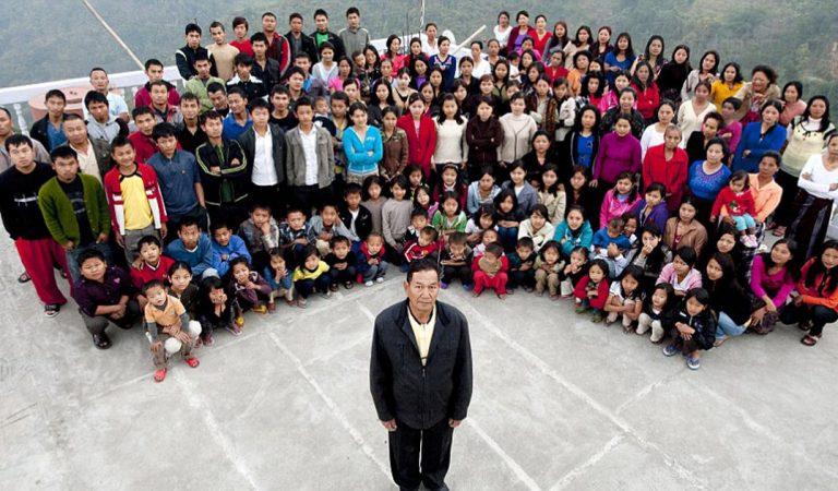 Ziona est le patriarche de la plus grande famille du monde avec ses 39 femmes et 94 enfants