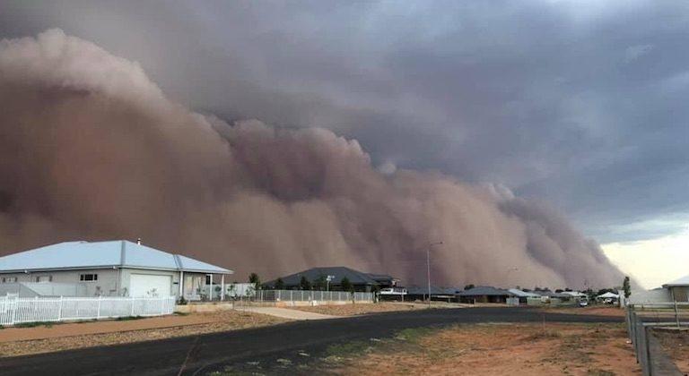 Les catastrophes continuent en Australie : des tempêtes de sable et des averses de grêle frappent le pays