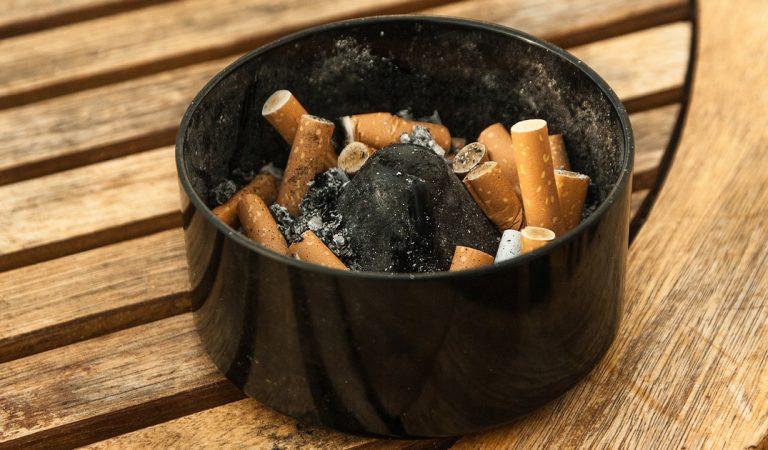 10 astuces efficaces pour supprimer l'odeur de cigarette chez vous