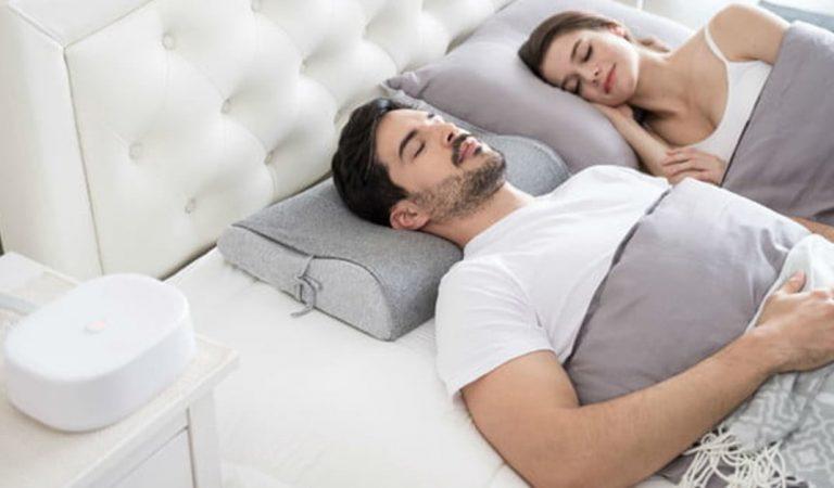 Pour arrêter de ronfler, utilisez le « Motion Pillow », l'oreiller qui bouge votre tête tout seul