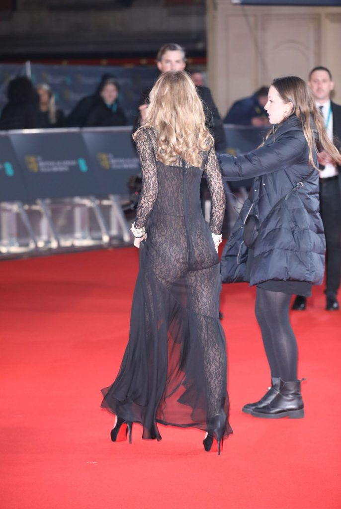 Lily-Rose Depp était nue sous sa robe lors de la cérémonie des BAFTA