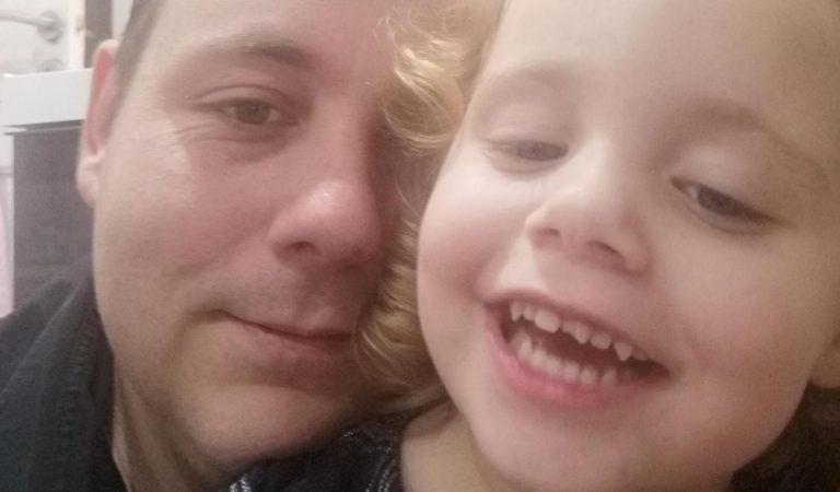 L'Aldi refuse à un papa d'entrer avec sa fille: «On m'a dit de la laisser à l'emplacement des chiens!»