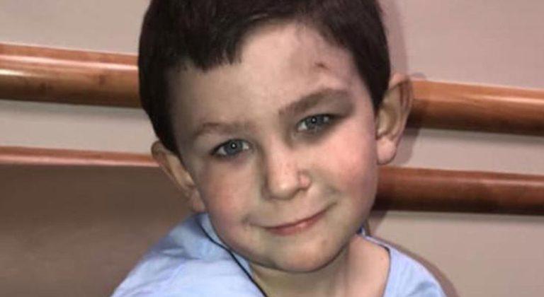 Ce petit garçon de 5 ans a sauvé sa petite sœur d'un incendie et retourne dans la maison en feu pour sauver son chien