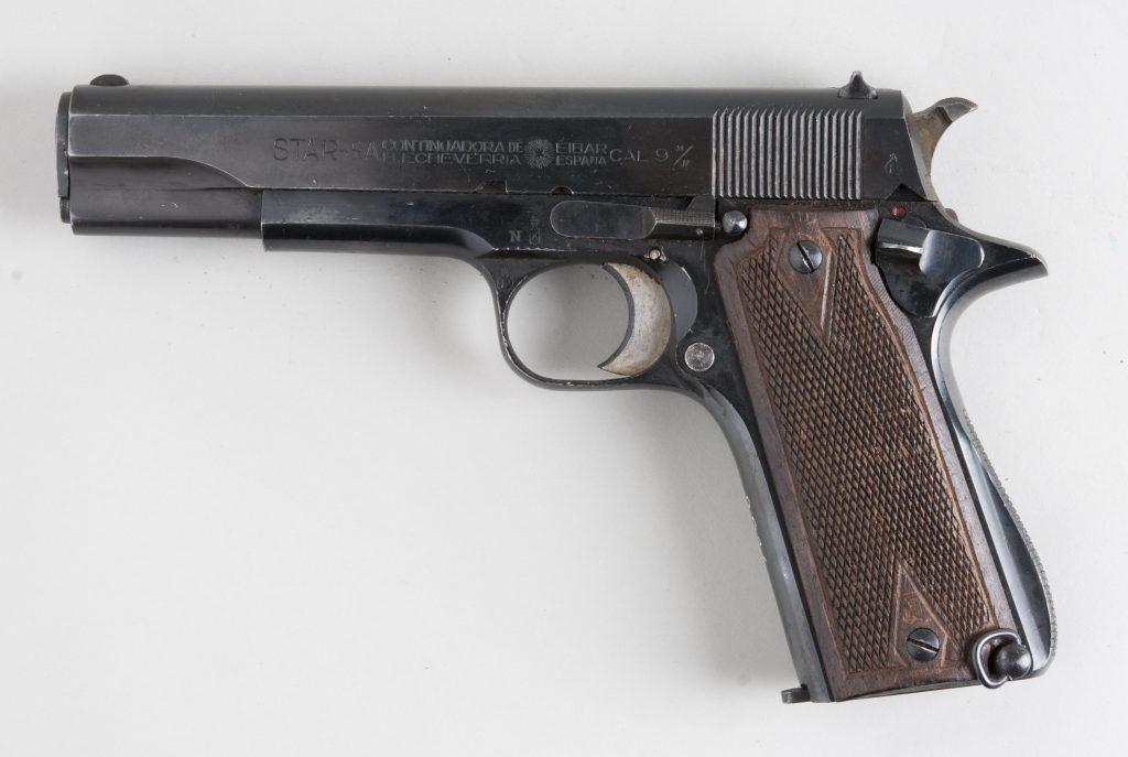 Il a ouvert le feu avec son pistolet 9 mm