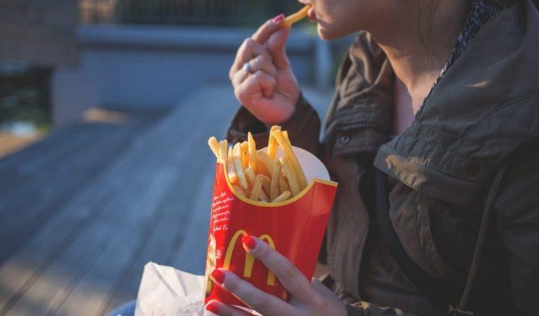 McDonald's : la technique des employés pour donner moins de frites aux clients