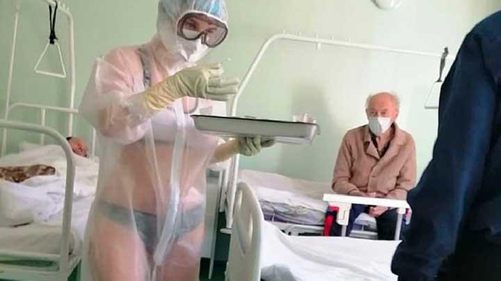 Russie : une infirmière, à moitié nue sous sa combinaison, a été sanctionnée par la direction