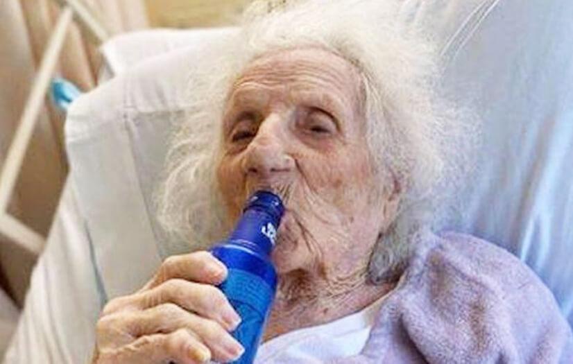 Jennie Stejna 103 ans guerie de covid-19 boit une biere bud light