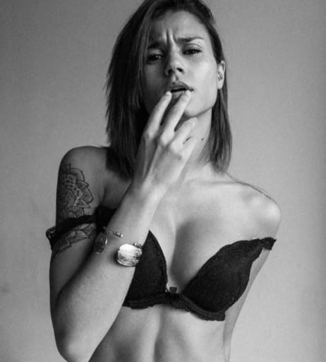 Inès Loucif se dévoile nue sur Instagram
