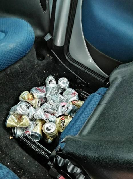 Les cannettes de Coca bues par Gillian Fisher.