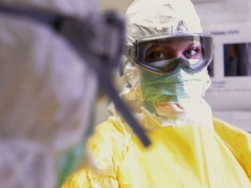 Des soignants se protégeant du Coronavirus