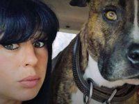 Elisa Pilarski en compagnie de son chien Curtis.