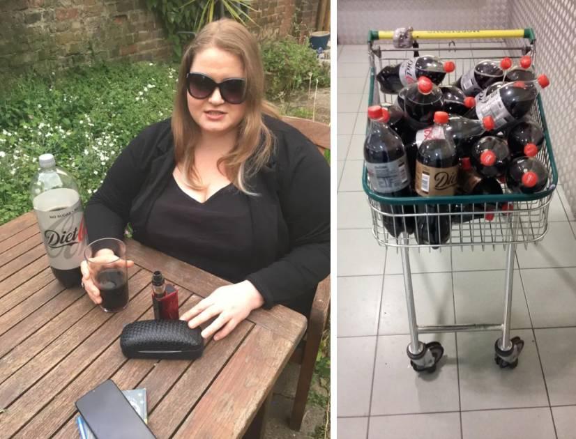 Gillian Fisher en train de boire du Coca.