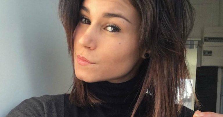 Inès Loucif réalise un selfie pour son compte Instagram