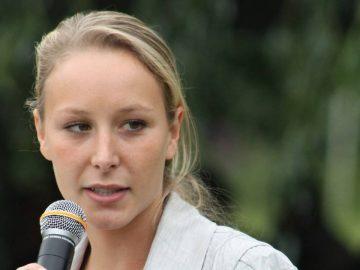 Marion Maréchal lors d'un discours publique : elle réagit à l'affaire George Floyd