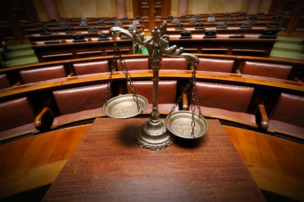 Une salle de tribunal correctionnel.