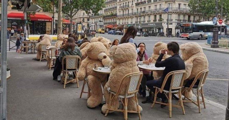café paris france covid19 distanciation sociale