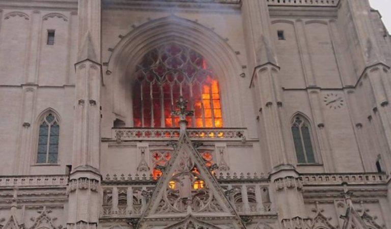 Cathédrale de Nantes : le bénévole qui a mis le feu avait une obligation de quitter le territoire et avait envoyé un mail inquiétant