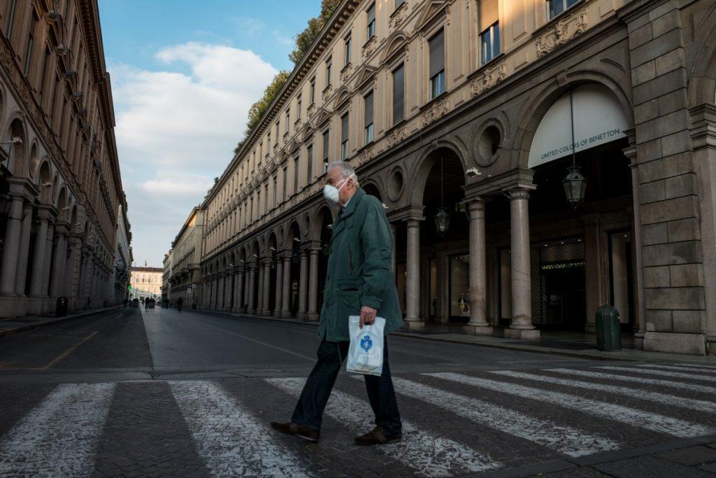 Un italien protégé contre le coronavirus.