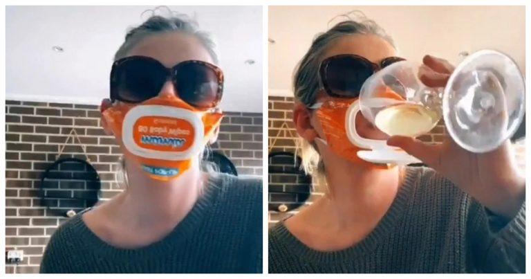 La mère de famille en train de boire du vin avec son masque fait avec un paquet de lingettes pour bébé.