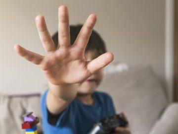 Un enfant battu.