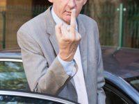 Un automobiliste adresse un doigt d'honneur au radar, en Allemagne.