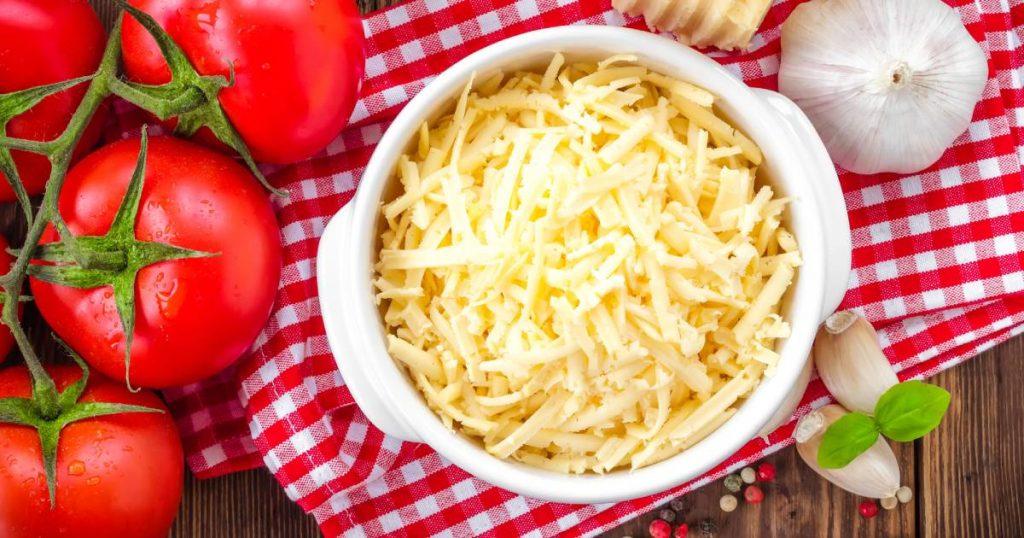 Le fromage râpé accélère le vieillissement de la peau.