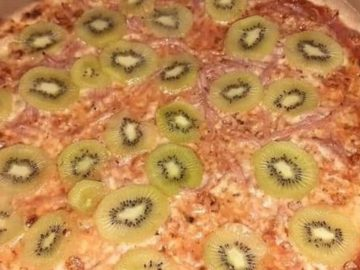 La pizza aux kiwis fait pour Stellan Johansson fait parler toute la Toile.