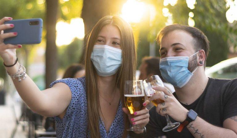 Coronavirus : ce spécialiste propose de « laisser les jeunes se contaminer entre eux »