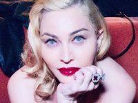 Madonna choque les internautes qui l'accusent d'avoir abusé de la chirurgie esthétique.