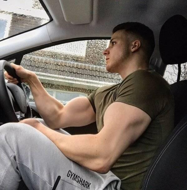 fail Photoshop biceps musclés