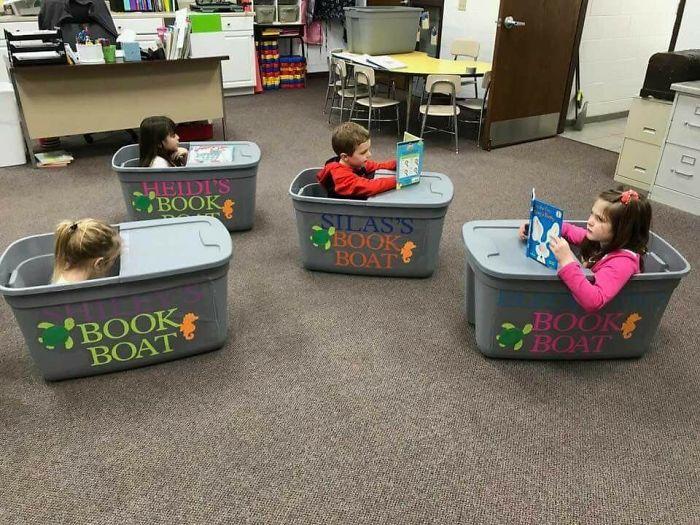 Des bateaux livres pour faire respecter la distanciation sociale aux enfants.