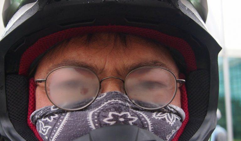 Port du masque : comment empêcher la formation de buée sur vos lunettes ?