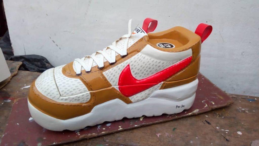 Un cercueil en forme de baskets Nike.