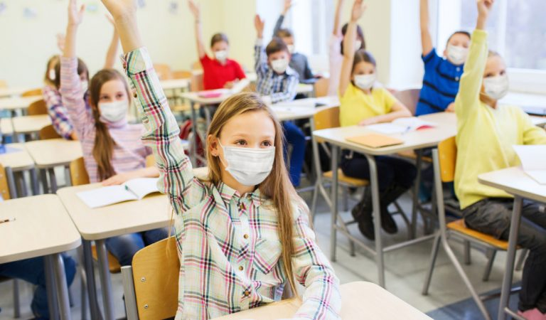 Coronavirus : une simple attestation sur l'honneur pour remettre à l'école son enfant