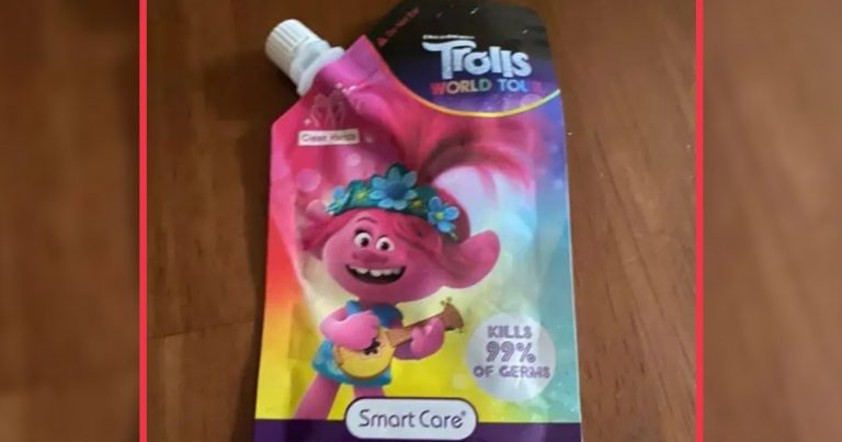 Un sachet de gel hydroalcoolique pour enfants.