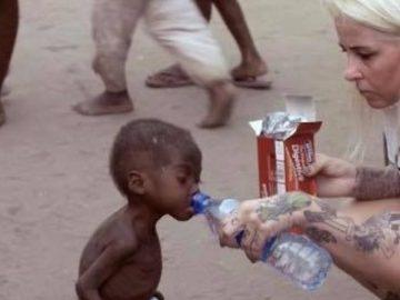 Hope, jeune enfant abandonné au Nigeria.