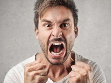 Un homme en colère.