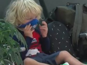 Le fils de Jodi Degyanski a retiré son masque pour manger.
