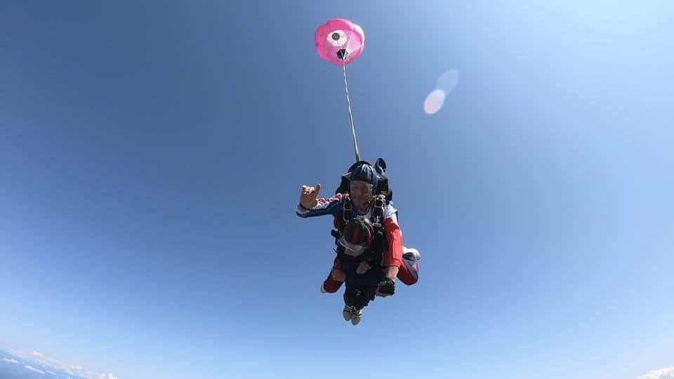 Mamie de 103 ans saute en parachute