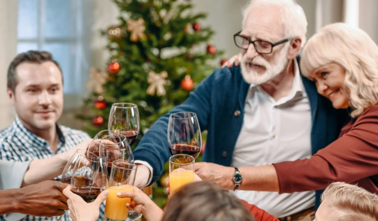Un reconfinement pour sauver Noël ? Une solution préconisée par plusieurs experts