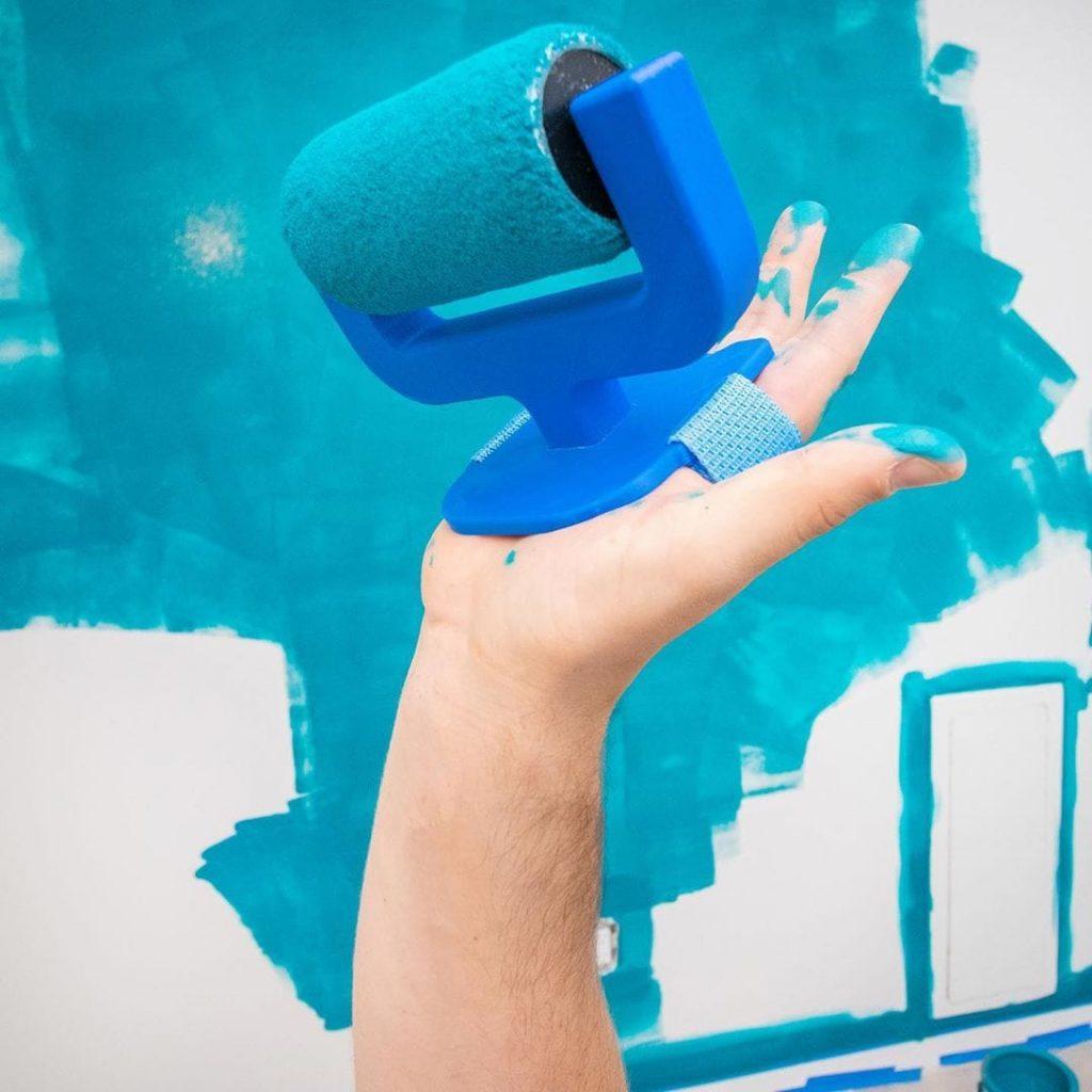 Un rouleau de peinture pour les mains