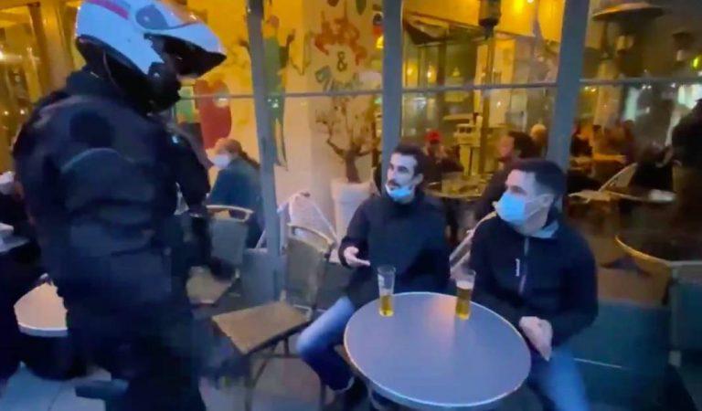 Paris : des policiers évacuent la terrasse d'un café à 19h