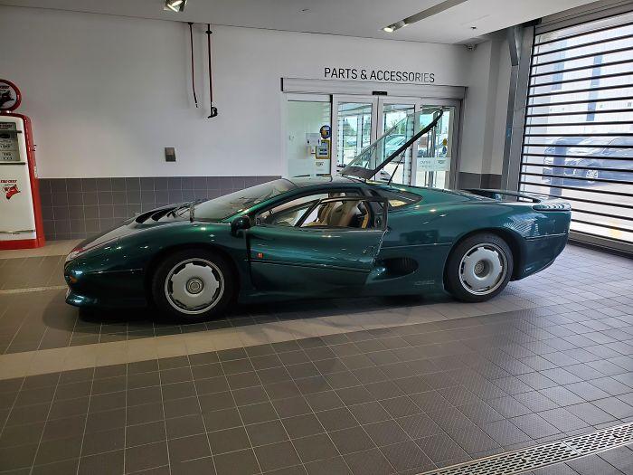 Une Jaguar Xj220