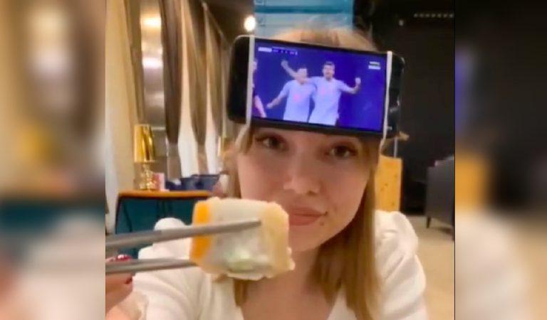 Comment regarder un match de foot tout en emmenant sa copine au restaurant ? (vidéo)