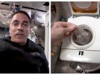Chris Cassidy montre les WC dans l'espace