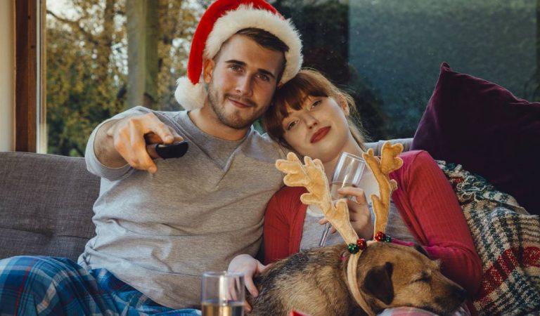 Regarder 25 films de Noël en 25 jours et être payé : Le job de rêve proposé par un site américain